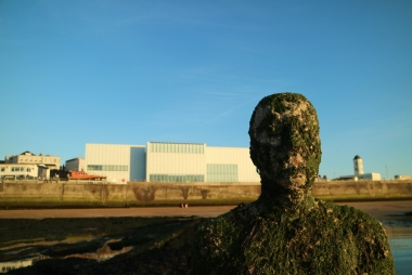 Beeld uit de serie 'ANOTHER TIME' , Antony Gormley. Margate voor Turner Contemporary. © Bart De Nil